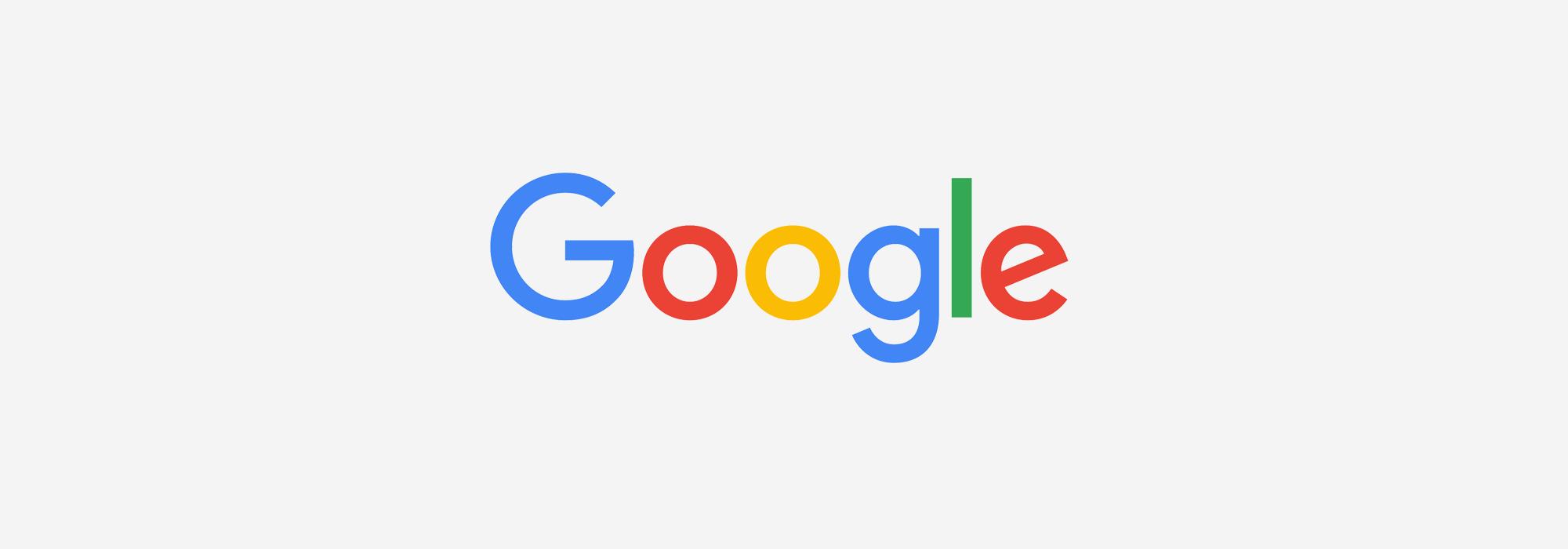 Google Logo auf grauem Hintergrund